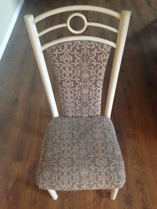 3 Chairs @ 20 each / 3 chaises @ 20/chaque