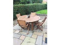 Gorgeous outdoor table and six chairs