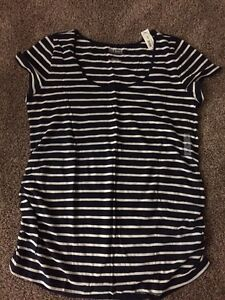 Old Navy Maternity T-Shirt