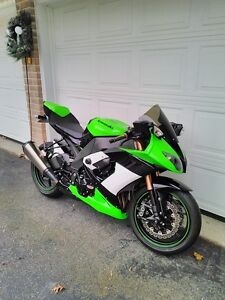PARTING OUT A 2009 KAWASAKI ZX10R LIMITED EDITION IN MINT COND