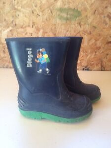 Boys size 9 rubber boots