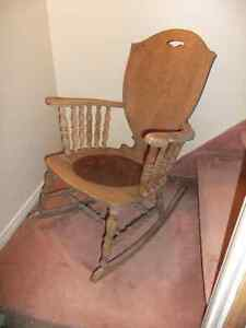 Chaise Berçante Antique / Antique Rocking Chair