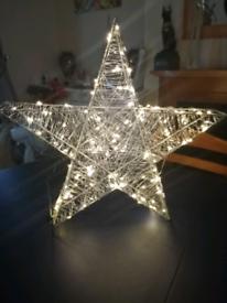 CHRISTMAS LARGE LIGHT UP STAR
