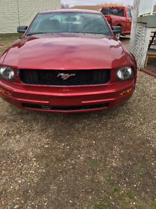 2005 Ford Mustang Red Coupe (2 door)