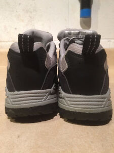 Women's Workload Steel Toe Work Shoes Size 4 London Ontario image 2