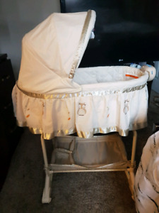 BARELY USED OWL BASSINET
