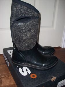 BOGS winter boots size 9