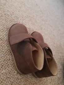 Boys infant size 9 brownboots