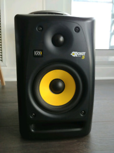 KRK Rokit G5 studio monitors and Peavey sound mixer