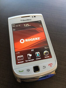 Rarely used BlackBerry Torch 9800 White - Rogers