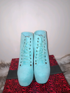 SIZE 6.5 WOMENS BLUE HEELS Ormeau Gold Coast North Preview