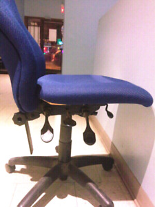 Computer/Office Revolving/Swivel/Adjustable Chair.V. Confortable