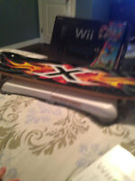 BLACK WII CONSOLE IN BOX WITH WII FIT SNOW BOARD WITH 4 GAMES