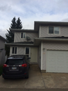 Great Location - 3 bed 2.5 bath townhouse in Uptown Salmon Arm