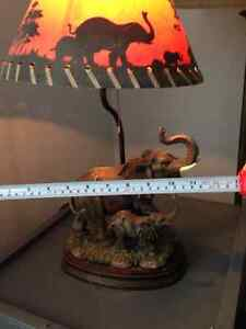 Beautiful Table Lamp 20 inches high and 12 inches wide London Ontario image 3