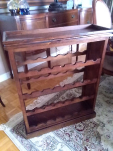 Wood wine stand with tray support a vin