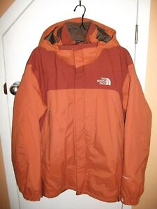 Manteau The North Face 3 en 1 (adulte), 40$.