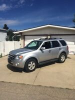 """2010 Ford Escape Limited 4x4 """"AMAZING SHAPE NEED GONE SOON"""""""