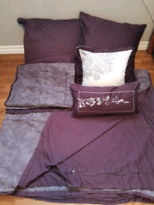 King size duvet and pillows