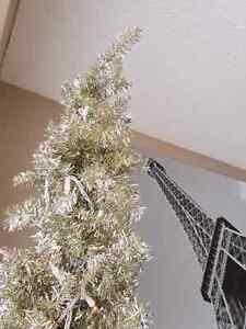OR BEST OFFER Stunning silver 6.5' Christmas tree
