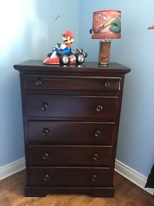 Bedroom Set with Crib / Chambre Set avec Berceau + PLUS
