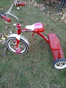 Radio Flyer Tricyle, older style in good shape