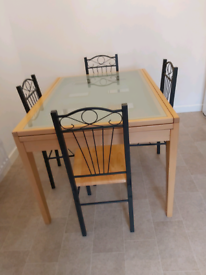 "Vgc dining table and chairs extends from 47"" to 87"""