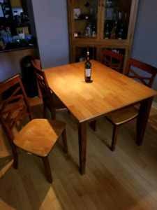 5 piece dining set great condition