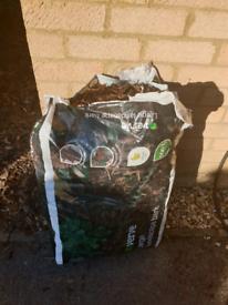 B&Q Large landscape bark / mulch 100l bag