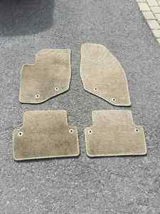 VOLVO FLOOR MATS (CARPET) BEIGE FOR XC70 CROSS COUNTRY 01-05
