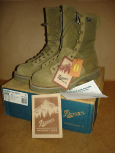 Danner Desert Acadia  boots (Brand new in box)