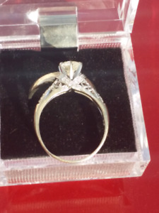 Ladies Engagement Ring and Wedding band