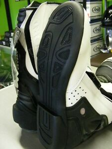 OXFORD - BONE DRY Boots - NEW at RE-GEAR Kingston Kingston Area image 4
