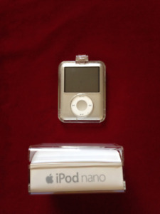 Apple iPod Nano Silver+Original Box  3rd Gen  (A1236)