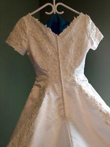 White Jessica Bridal Wedding Dress – Size 8-10 London Ontario image 4