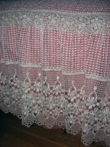 COUVRE LIT -RIDEAUX ... BED COVER -CURTAINS