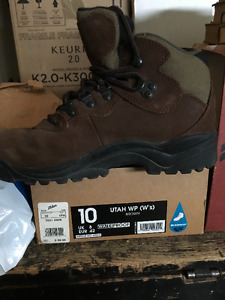 Women's Size 9 Hiking Boots