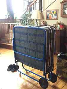 Folding Cot Kijiji Free Classifieds In Ontario Find A