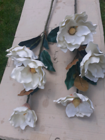 LARGE WHITE/CREAM ARTIFICIAL FLOWERS