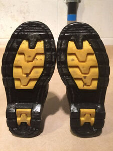 Women's John Deere Waterproof Leather Shoes Size 5.5 London Ontario image 3