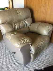 Recliner for sale London Ontario image 2