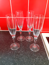 Set of 4 champagne glasses