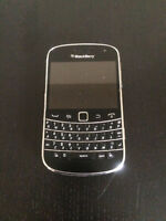 BLACKBERRY BOLD 9900 USED UNLOCKED WITH CHARGER