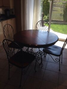 Kitchen table and chairs (4)