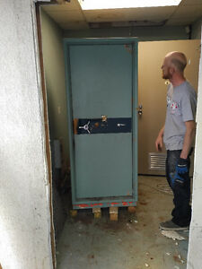 FREE BANK SAFE FOR SCRAP METAL AND OR YOUR USE