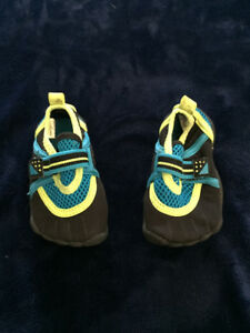 size 4T water shoes