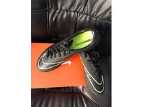 sports boots brand new size 7 39.99£