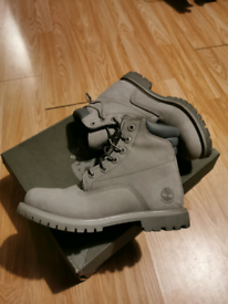 Women timberland trainers new with box waterproof