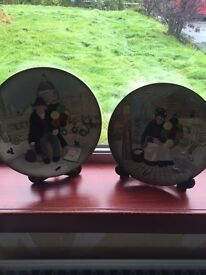 """Royal Doulton """"The Balloon Seller"""" Decorative Plates. Matching pair. Immaculate Condition. 1979"""