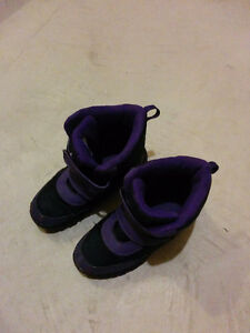 Girl's size 5 snow boots Kitchener / Waterloo Kitchener Area image 1